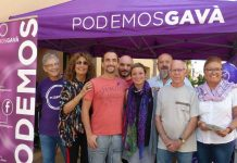 Carpa informativa de Podemos en la plaza Major